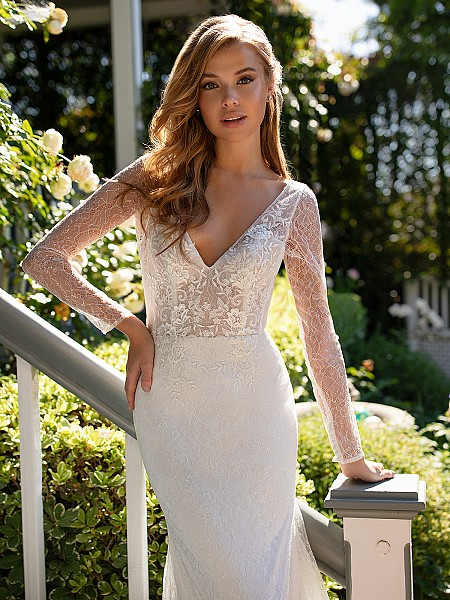 Style CORDELIA long lace sleeves with unlined bodice and v-neckline